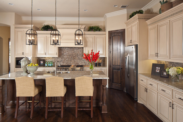 The Fairways - Traditional - Kitchen - Dallas - by K ...