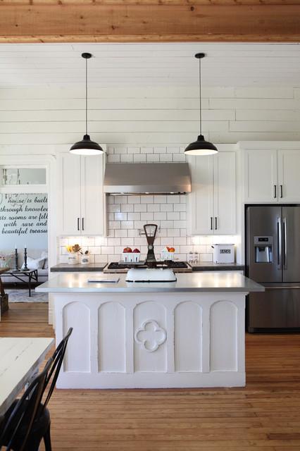foto de The Farmhouse - Farmhouse - Kitchen - Austin - by Magnolia Homes