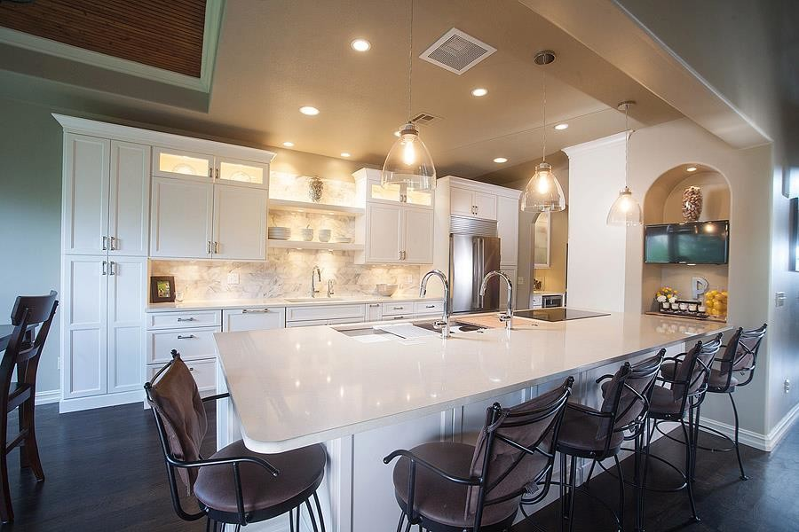 Example of a transitional kitchen design in Oklahoma City
