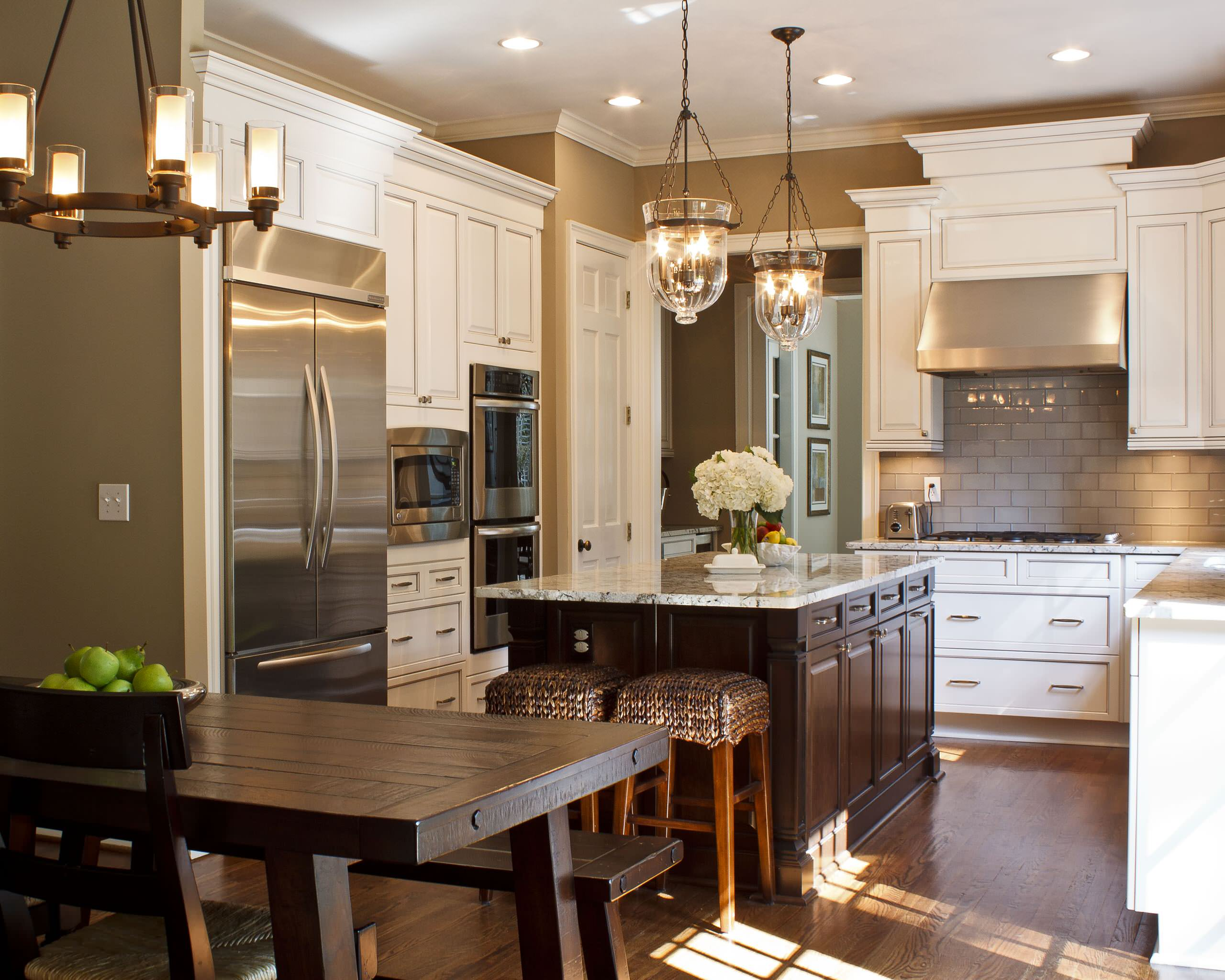 75 Beautiful Traditional Kitchen With Glass Tile Backsplash Pictures Ideas January 2021 Houzz