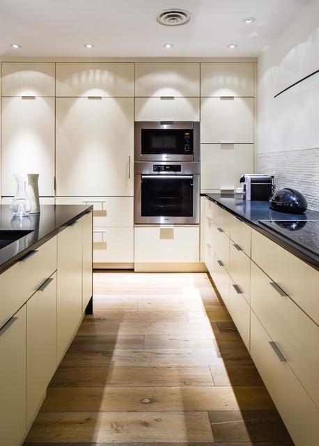 The jet set contemporary kitchen montreal by for Concept de cuisine