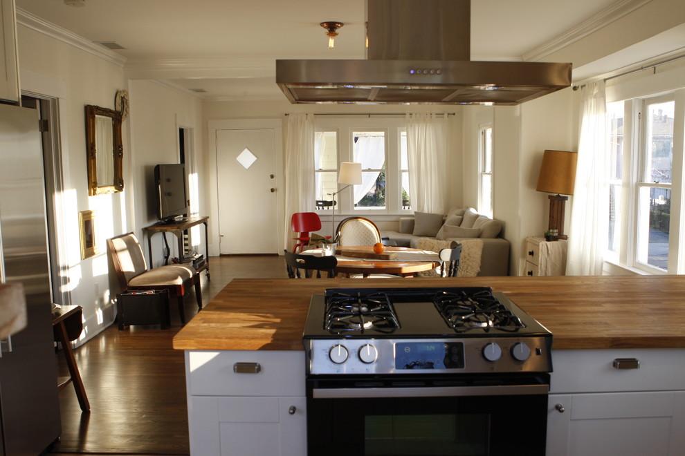 Kitchen - contemporary kitchen idea in Los Angeles