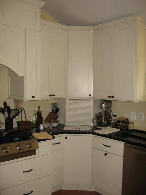 The Latona Kitchen traditional-kitchen