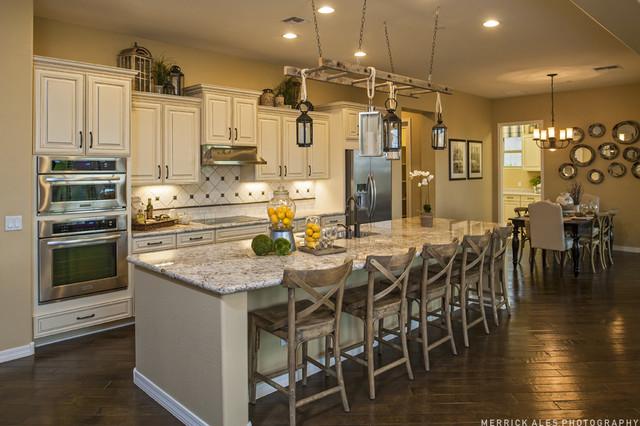 The Mesa Verde Plan at Higley Manor | Phoenix, AZ traditional-kitchen