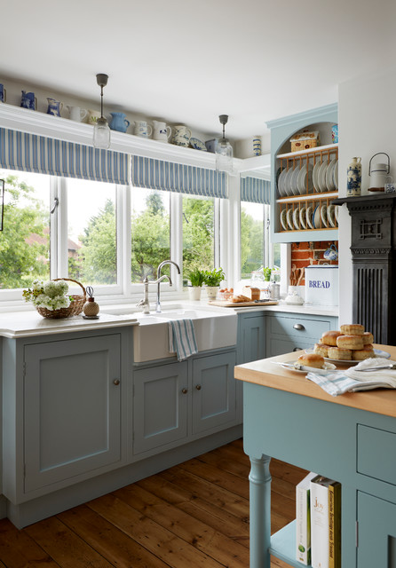 Inspiration for a large timeless u-shaped medium tone wood floor eat-in kitchen remodel in Other with shaker cabinets, blue cabinets, quartzite countertops and an island