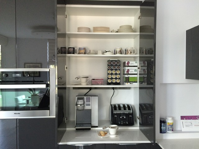 THE NEW AND IMPROVED APPLIANCE GARAGE Modern Kitchen