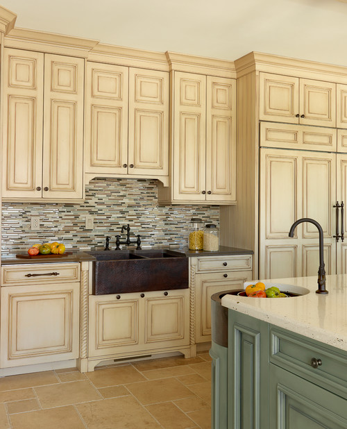10 fabulous kitchens with farmhouse sinks native trails for Fabulous kitchens