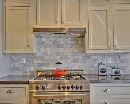 Craftsman galley kitchen design ideas remodels photos for Galley kitchen backsplash ideas