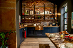 Houzz Tour: A Derelict Outbuilding Gets a Stylish Makeover