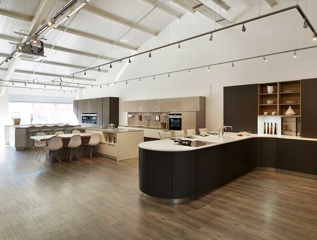 The Snug Kitchens Newbury Showroom Beach Style Kitchen Berkshire By Snug Kitchens