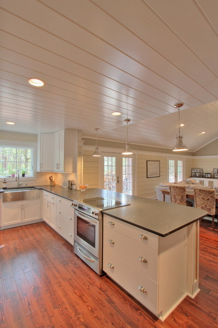 The Twelve Oaks Group traditional-kitchen