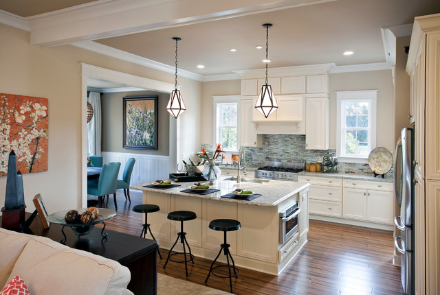 Kitchen   Traditional Kitchen Idea In Charleston With Granite Countertops