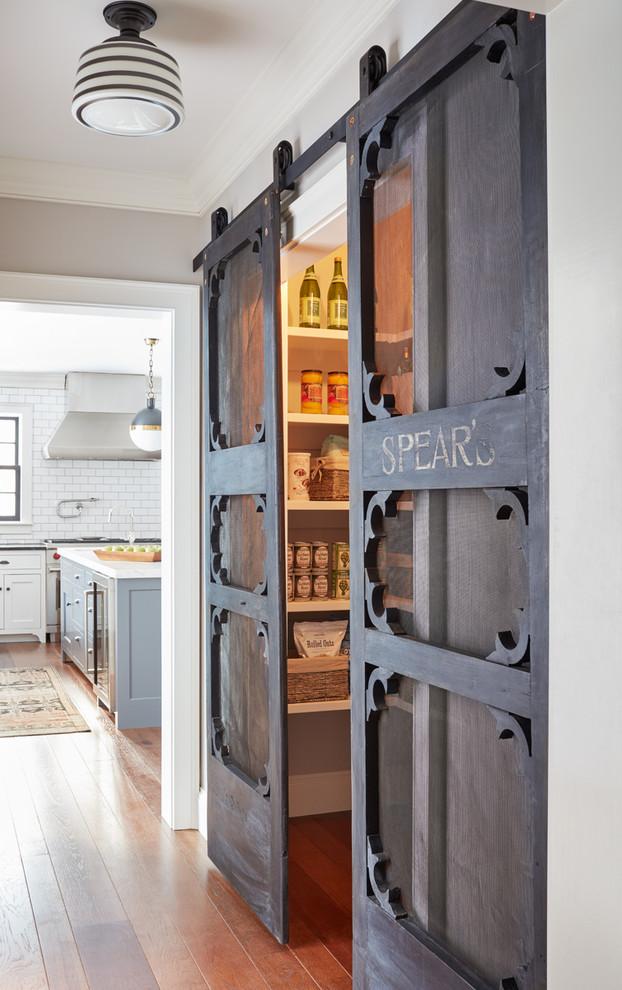 Kitchen - cottage kitchen idea in Boston