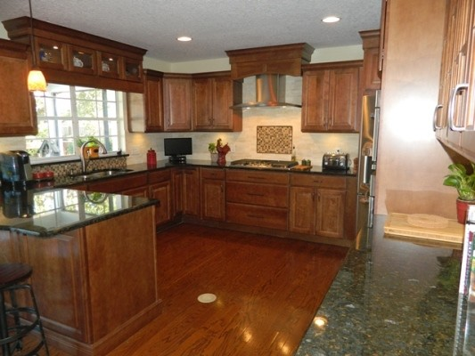 Thrift Wellborn Bedford Square Maple Sable Traditional Kitchen