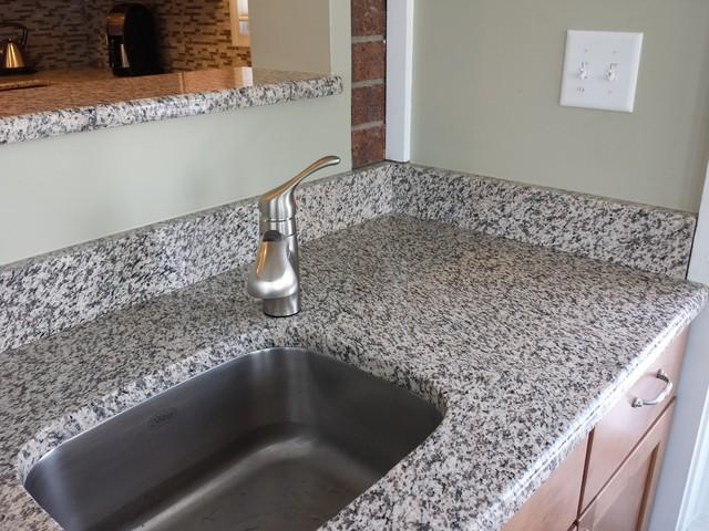 tiger skin granite countertops modern kitchen cedar. Black Bedroom Furniture Sets. Home Design Ideas
