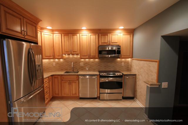 Tiled backsplash, granite countertop, wood cabinets traditional-kitchen