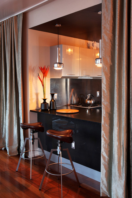 Time Square Pied-a-Terre modern-kitchen