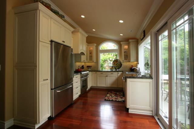 Timeless Traditional Garden Kitchen traditional-kitchen