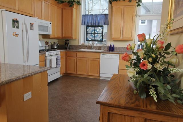 Town House, Lake Oswego traditional-kitchen