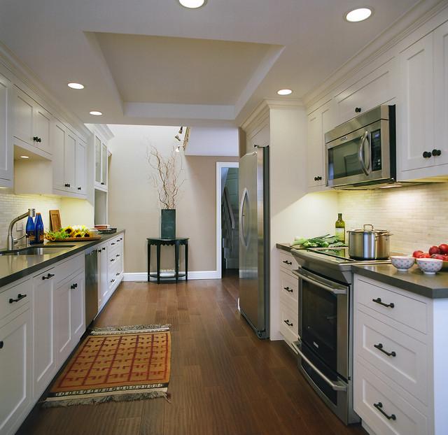 Townhouse kitchen california traditional kitchen for Drake designs kitchen