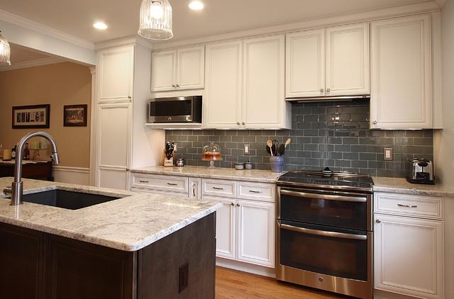 Townhouse kitchen remodel bianco romano granite for Townhouse kitchen design