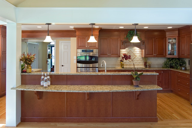 Traditional accessiblility traditional kitchen for Adelphi kitchen cabinets