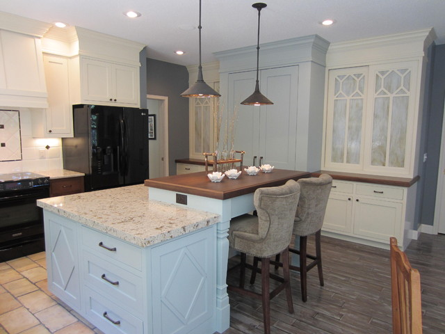 Traditional cape cod for Cape cod kitchen design ideas