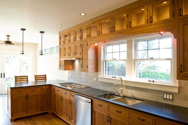 Traditional cfsc certified cherry kitchen cabinets for Certified kitchen cabinets