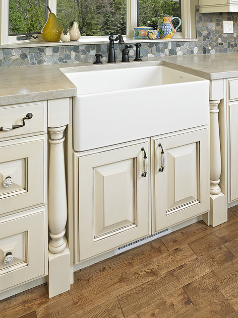 Traditional traditional kitchen calgary by cucina for Bella cucina kitchen cabinets