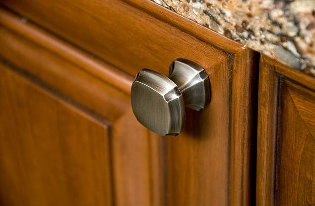 Traditional Decorative Cabinet Hardware By Schaub