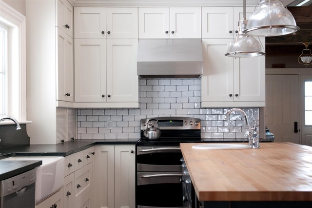 Traditional kitchen idea in Toronto with subway tile backsplash