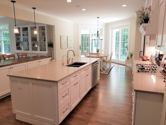 Inspiration for a timeless kitchen remodel in Cleveland