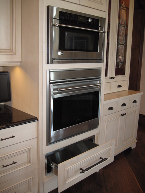 Double oven and warming drawer traditional-kitchen