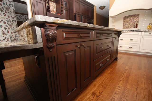 Custom kitchen island traditional kitchen cleveland for Custom kitchen islands