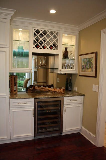 Bar traditional kitchen cleveland by architectural justice for Kitchen with mini bar design
