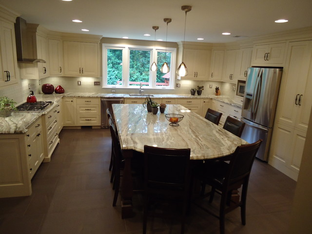 Huge Family Kitchen! traditional-kitchen