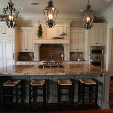Traditional Kitchen Design with Custom Mouser Cabinetry and Butler's Pantry