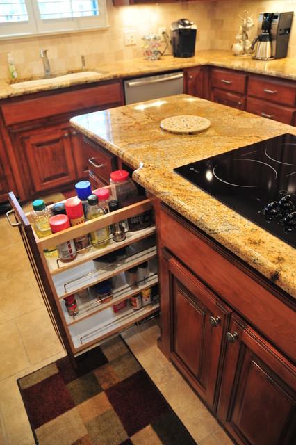 Traditional Kitchen - Traditional - Kitchen - Dallas - by DreamMaker Bath & Kitchen