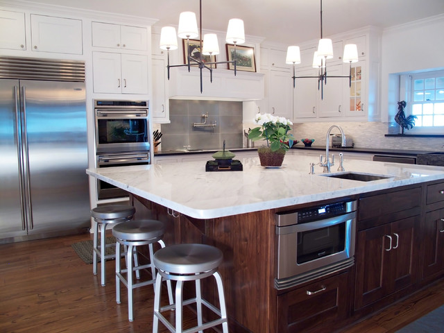 example of a classic kitchen design in dallas with shaker cabinets and stainless steel appliances