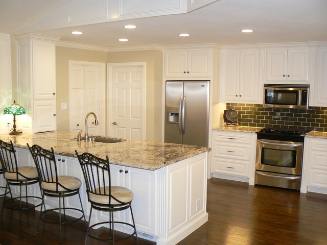 It 39 s great to be home open kitchen breakfast room for Traditional home great kitchens