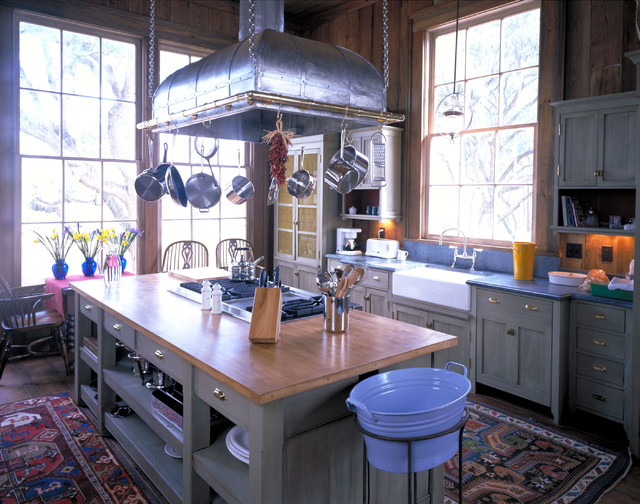 Plantation style southern estate traditional kitchen for Southern style kitchen ideas