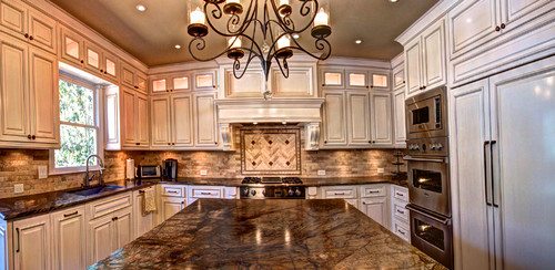 cream kitchen cabinets with white trim are the cabinets and is the trim white 9514