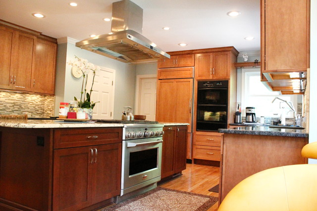 Traditional Kitchen In Dura Supreme Cabinets Traditional Kitchen Atlanta By Highland