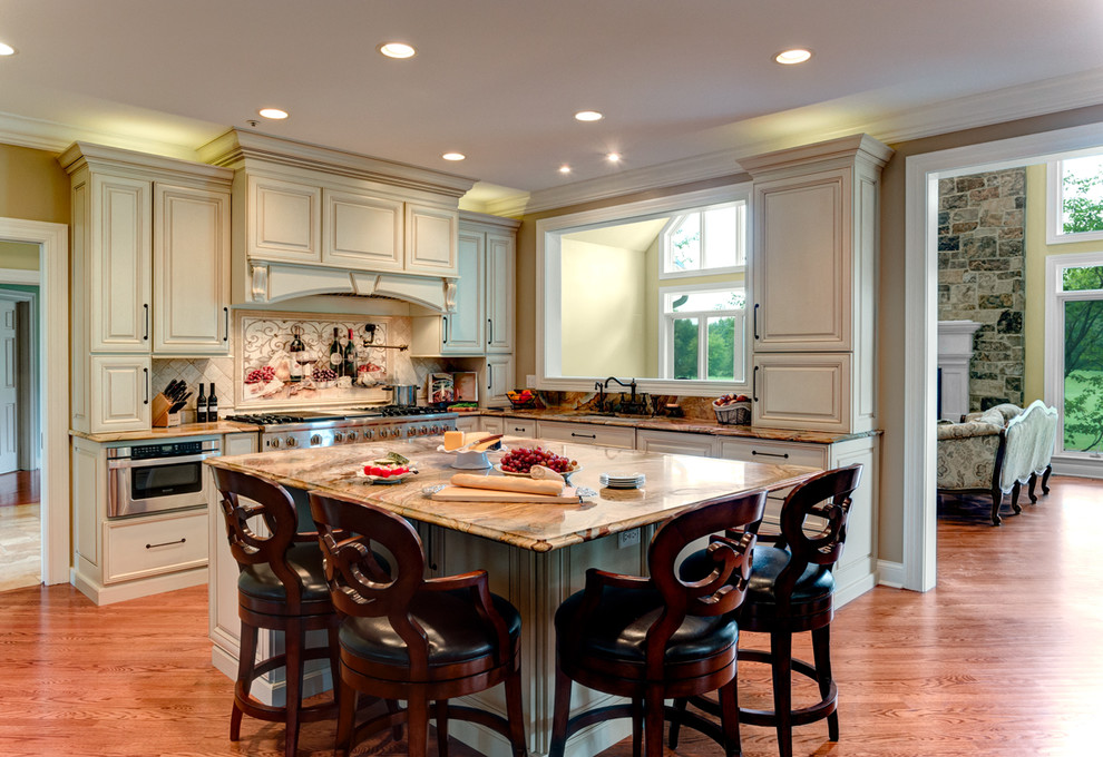 Traditional Kitchen in Long Grove - Traditional - Kitchen ...