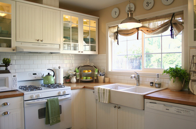 Traditional kitchen for Farm style kitchen designs