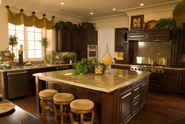 Traditional kitchen for Kitchen design houzz