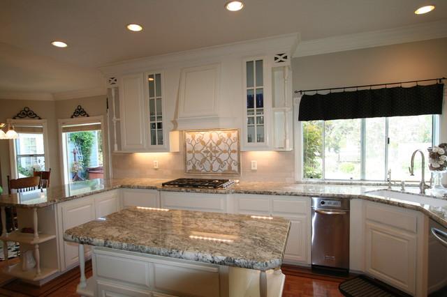 Large Elegant U Shaped Medium Tone Wood Floor Eat In Kitchen Photo In San