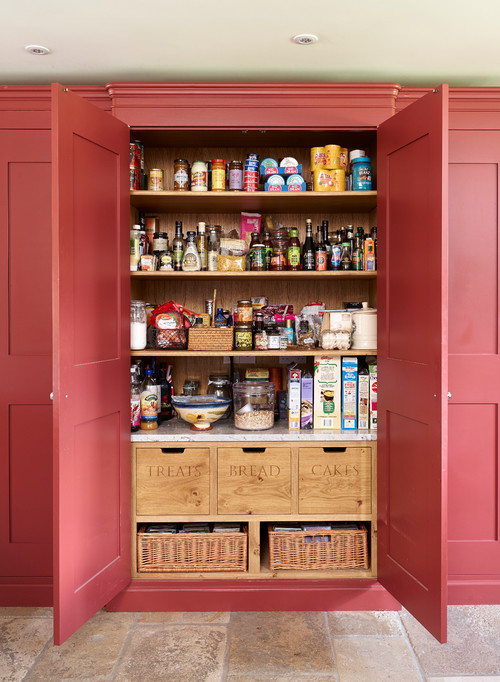 25 Well Organized Kitchen Pantry Makeovers and Ideas - Prepare to drool over these amazingly organized kitchen pantries and get inspired to give yours a makeover! | https://heartenedhome.com