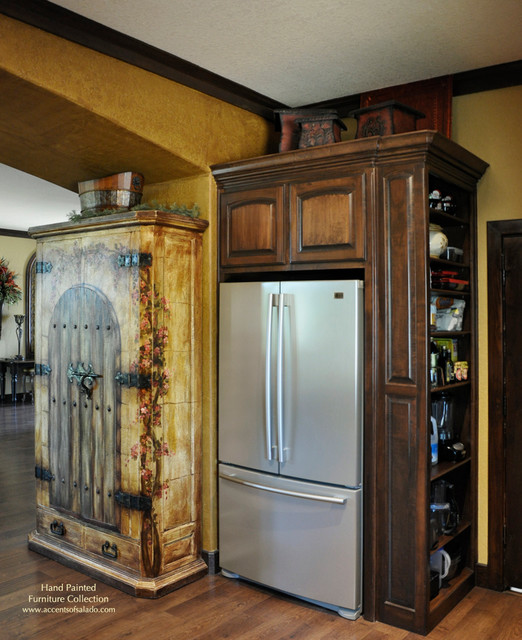 Kitchen Pantry Lighting: Traditional Kitchen Pantry Ideas