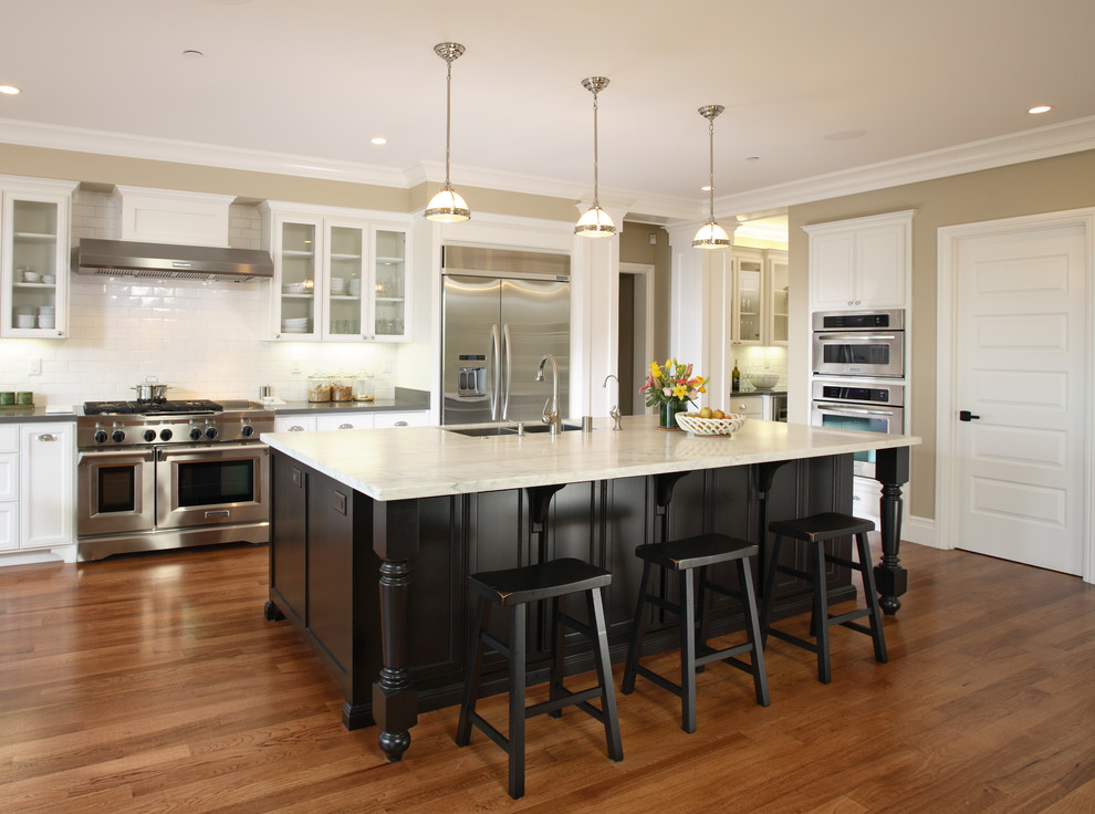 Inspiration for a timeless kitchen remodel in San Francisco with stainless steel appliances